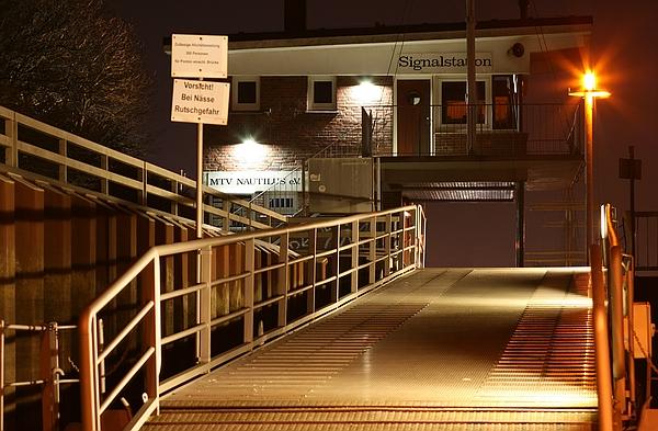 Signalstation_bei_Nacht